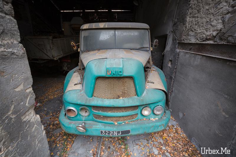 Le garage des 70 s urbex me reportages exploration urbaine for Arret voiture garage